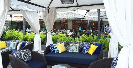 blue-and-black patio set during daytime
